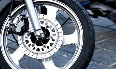 Come pulire i cerchioni di bici e moto