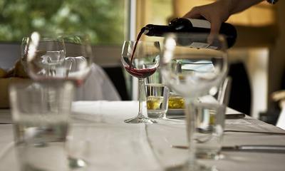 Come togliere le macchie di vino rosso sulla tovaglia